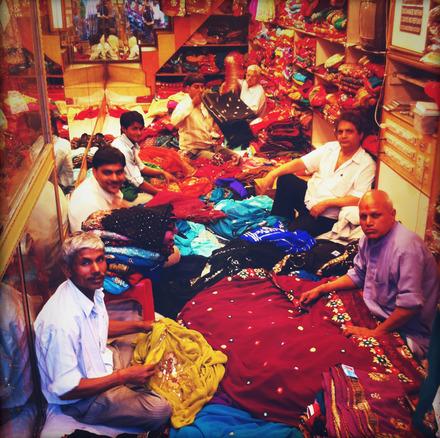 <em>Chandu ke chacha ne</em>   <em>Chundu ki chachi ko</em>   <em>Chandi ki chamach se</em>   <em>Chatni chatayi</em>
